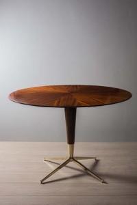 An Italian rosewood circular centre table (1,500-2,500).