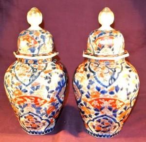 A pair of Imari jars at Woodwards (400-500).