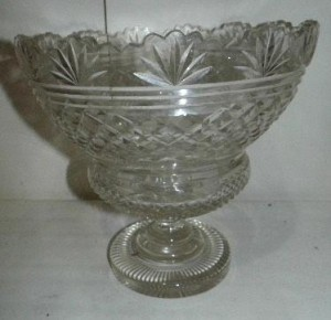 A 19th century Irish glass bowl (300-400).