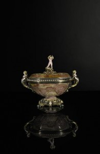 An agate cup and cover Jean-Valentin Morel, Paris, circa 1836-40 (£40,000-60,000)