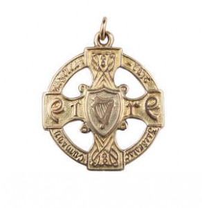 ALL IRELAND GAA FOOTBALL MEDAL - LOUTH 1910 (2,000-3,000)