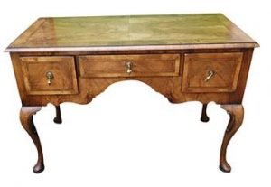 A Victorian low boy desk (900-1,200)
