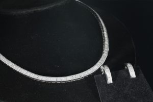 A diamond baguette necklace with matching earrings (3,000-4,000)