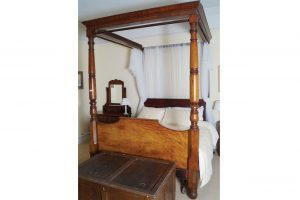 A William IV four poster bed (2,500-3,500)